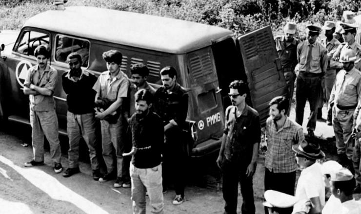 <strong> Guerrilheiros presos</strong> na Serra do Capara&oacute;; grupo era formado por militares cassados