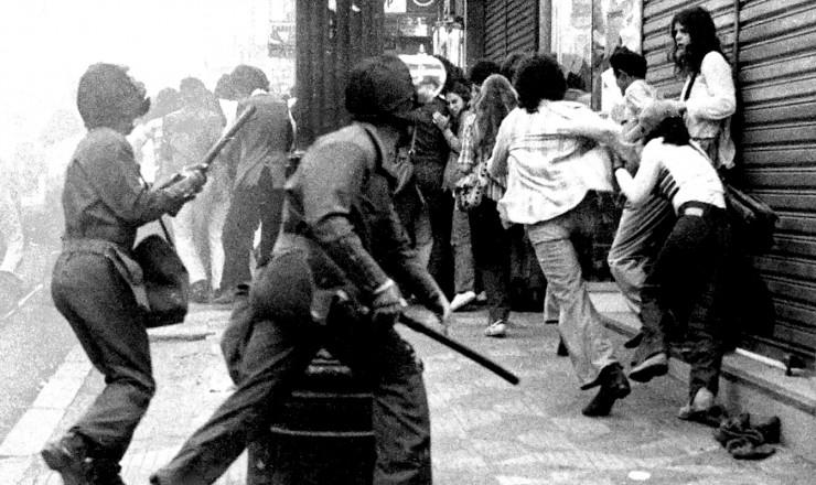 <strong> Pol&iacute;cia reprime</strong> estudantes em S&atilde;o Paulo, em 23 de agosto, terceiro Dia Nacional de Luta