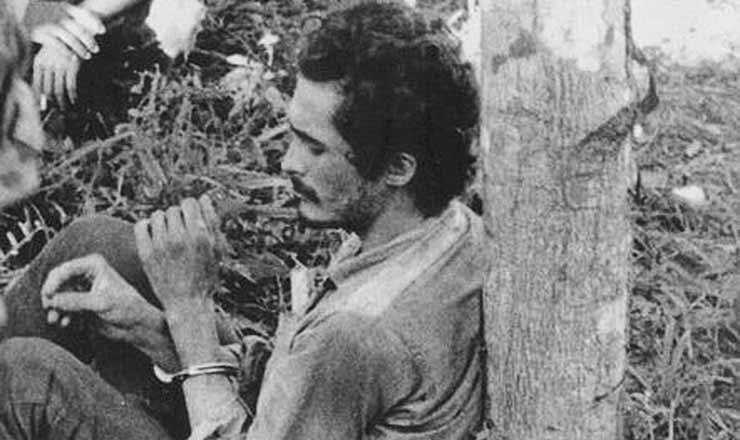 <strong> José Genoino </strong> capturado e preso pelo Exércitodurante a guerrilha do Araguaia
