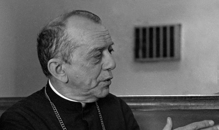 <strong> Dom Helder C&acirc;mara, </strong> arcebispo de Olinda e Recife, em&nbsp;1970; o religioso denunciou a pr&aacute;tica de torturas no Brasil em v&aacute;rias palestras no pa&iacute;s e no exterior&nbsp;