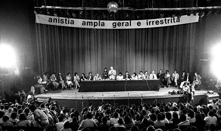 <strong> Congresso Nacional pela Anistia,</strong> no teatro da PUC, o Tuca, em São Paulo, em 2 de novembro de 1978