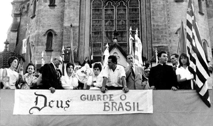 <strong> Palanque da Marcha da Fam&iacute;lia </strong> com Deus pela Liberdade em S&atilde;o Paulo, em 19 de mar&ccedil;o de 1964&nbsp;