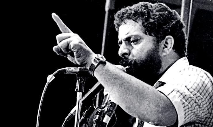 <strong> Lula discursa na Candel&aacute;ria,</strong> em com&iacute;cio que reuniu mais de 1 milh&atilde;o de pessoas no centro do Rio de Janeiro