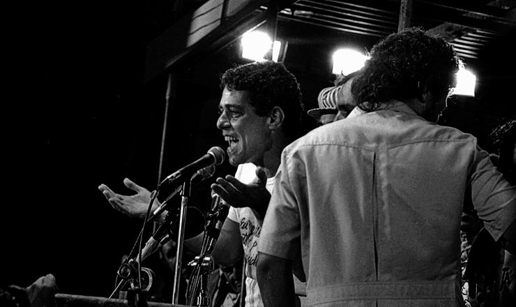 <strong> Chico Buarque fala na Candel&aacute;ria, </strong> no centro do Rio de Janeiro