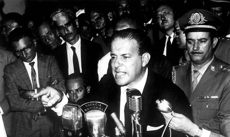 <strong> Jango discursa para sargentos </strong> no Autom&oacute;vel Clube, em 30 de mar&ccedil;o de 1964
