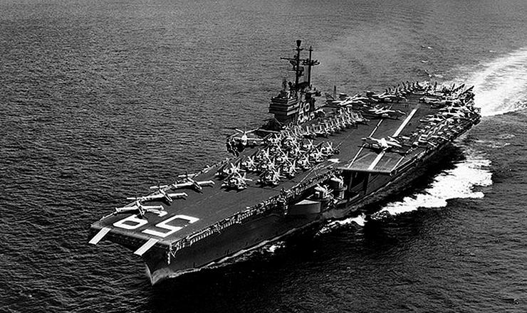 <strong> O porta-avi&otilde;es USS Forrestal, </strong> que&nbsp;foi deslocado para a costa brasileira como parte da frota da Opera&ccedil;&atilde;o Brother Som