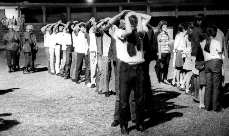 <strong> Estudantes presos</strong> no campo do Botafogo, na v&eacute;spera da Sexta-Feira Sangrenta