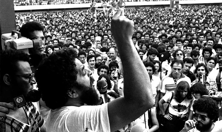 <strong> Lula fala aos grevistas </strong> do ABC&nbsp;no Est&aacute;dio de Vila Euclides, em&nbsp;30 de mar&ccedil;o de 1980