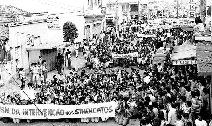 <strong> Mulheres em passeata </strong> pedem o fim da interven&ccedil;&atilde;o no Sindicato dos Metal&uacute;rgicos de S&atilde;o Bernardo do Campo (SP), em 9&nbsp;de maio de 1980&nbsp;