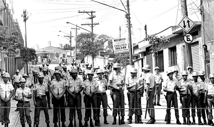 <strong> Pol&iacute;cia Militar isola a rua </strong> da sede do Sindicato dos Metal&uacute;rgicos de S&atilde;o Bernardo do Campo (SP)
