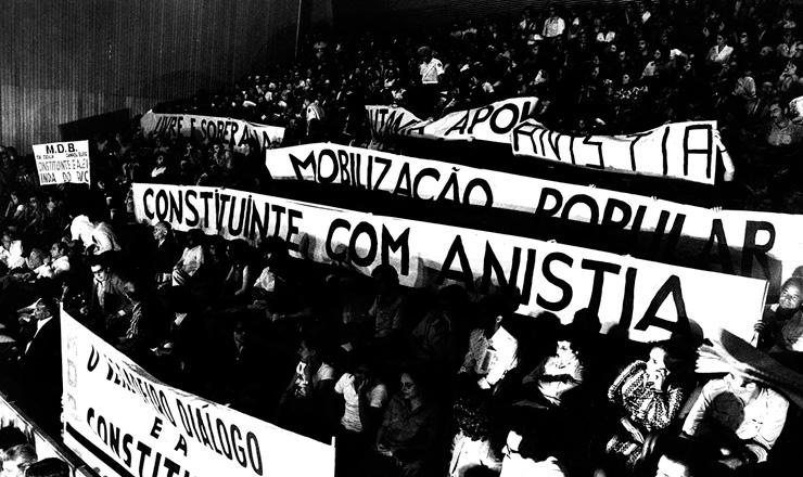 <strong> Concentra&ccedil;&atilde;o do MDB </strong> na Assembleia Legislativa clama por Constituinte e Anistia, em outubro de 1977&nbsp;