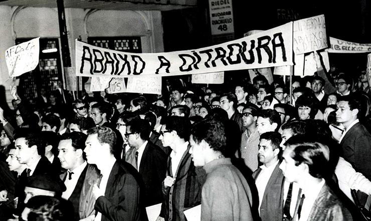 <strong> Passeata de estudantes </strong> no centro de S&atilde;o Paulo, em setembro de 1966&nbsp;