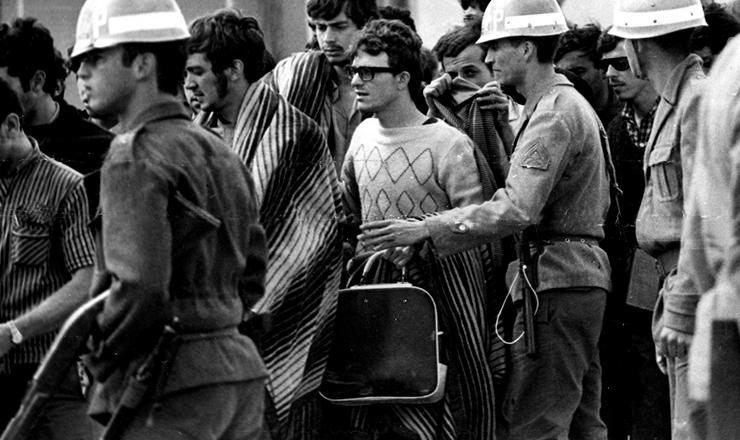 <strong> Pris&atilde;o de estudantes em Ibi&uacute;na (SP),</strong> no 30&deg; Congresso da UNE, em outubro de 1968&nbsp;