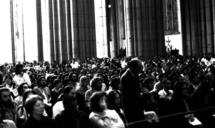 <strong> A Catedral da S&eacute; lotada </strong> durante a missa em mem&oacute;ria de Alexandre Vannucchi Leme, em 30 de mar&ccedil;o de 1973&nbsp;