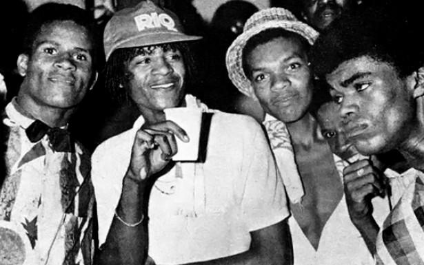 Frequentadores de bailes funk fotografados por Guilherme Bastos para o livro de Hermano Vianna