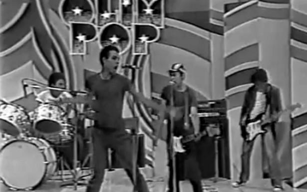 <strong> C&oacute;lera no programa Olimpop</strong> . Com uma sonoridade simples e agressiva, a banda C&oacute;lera apresentou uma breve cr&ocirc;nica do cotidiano das periferias em rede nacional, na extinta TV Tupi, em 1980.