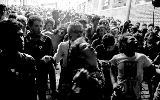 """O festival """"Começo do Fim do Mundo"""" foi o maior evento punk dos anos 1980, reunindo bandas de São Paulo e do ABC paulista em 1983"""