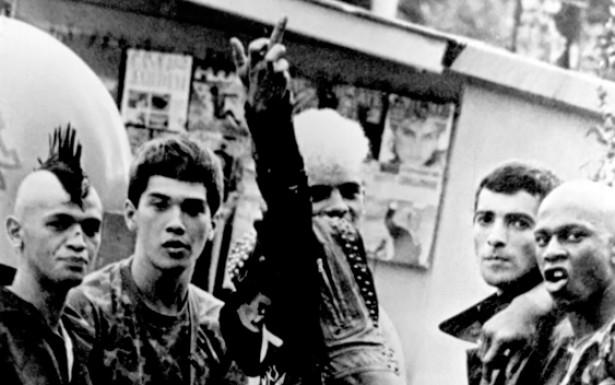 A revolta contra a realidade opressora e repressora está presente no visual punk