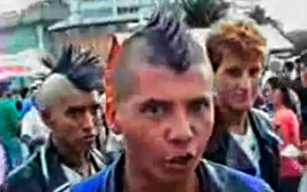 A contestação, a insatisfação e a revolta com as condições de vida das classes mais pobres são os principais motes do discurso dos punks