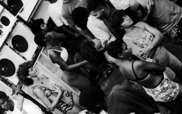 Foram as&nbsp;&ldquo;radiolas&rdquo;, bailes para ouvir e dan&ccedil;ar a dois, que difundiram o reggae<em> </em> em S&atilde;o Lu&iacute;s os sucessos da m&uacute;sica jamaicana.