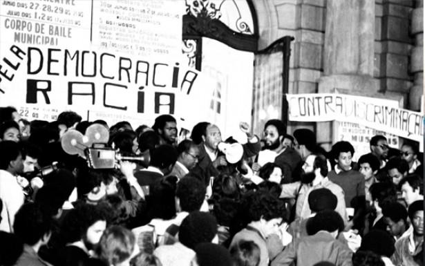O Movimento Negro Unificado e outras entidades protestaram em 1978, no Dia Nacional de Luta Contra o Racismo