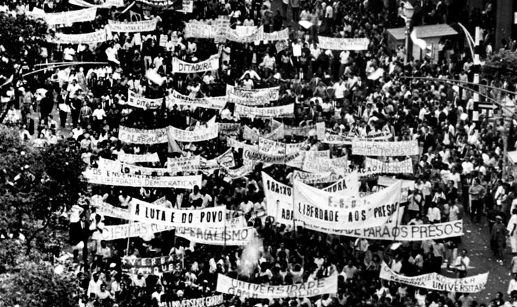 <strong> Passeata dos Cem Mil,</strong> no centro do Rio de Janeiro, junho de 1968&nbsp;