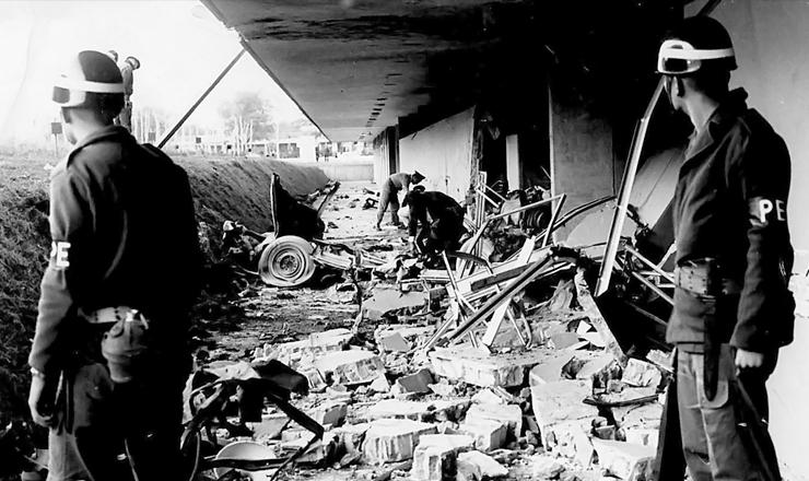 <strong> Explos&atilde;o de carro-bomba </strong> no QG do 2&ordm; Ex&eacute;rcito, em S&atilde;o Paulo, que matou o soldado Mario Kozel Filho no dia 26 de junho de 1968&nbsp;