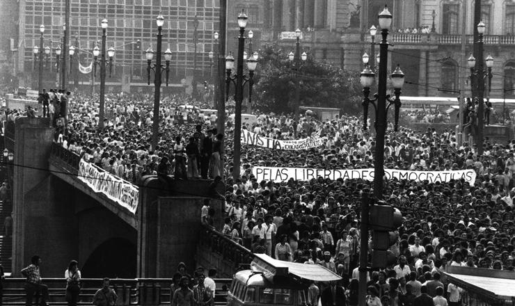 <strong> Passeata de estudantes</strong> no centro de S&atilde;o Paulo pela anistia e pelas liberdades democr&aacute;ticas  &nbsp;