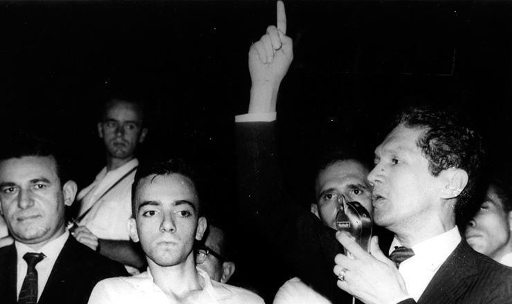 <strong> Francisco Juli&atilde;o discursa </strong> em com&iacute;cio das Ligas Camponesas, em 1961&nbsp;