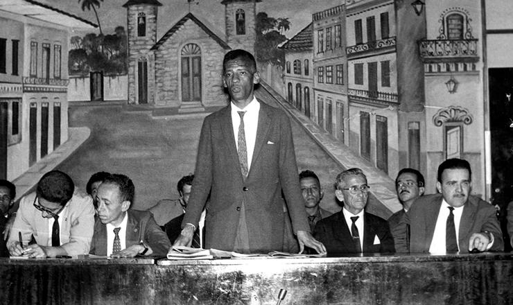<strong> Lindolfo Silva, presidente da Ultab,&nbsp;</strong> discursa em reuni&atilde;o da entidade, em 1961