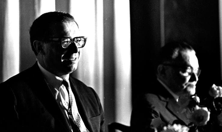 <strong> Roberto Campos, ministro </strong> do Planejamento do general presidente Castelo Branco (&agrave;&nbsp;dir.)&nbsp;