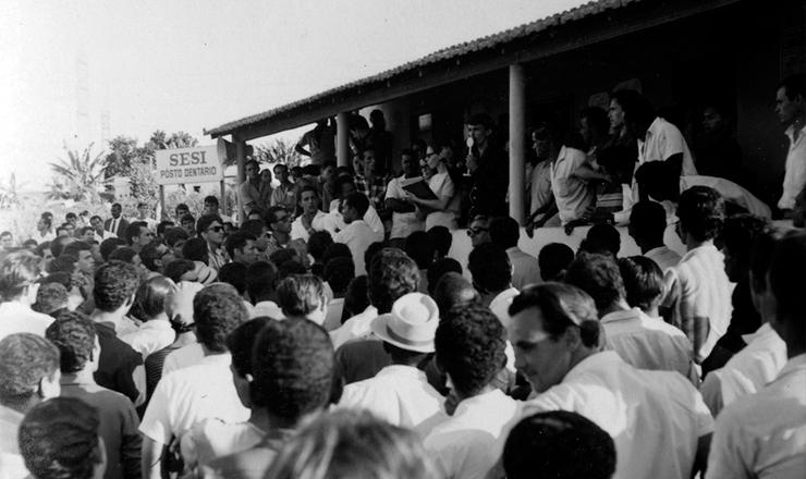 <strong> &nbsp;Metal&uacute;rgicos de Contagem</strong> &nbsp;(MG) durante a greve na Belgo-Mineira, em abril de 1968&nbsp;