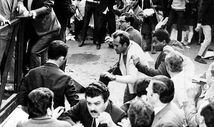 <strong> Ataque ao palanque </strong> do governador Abreu Sodr&eacute; na pra&ccedil;a da S&eacute;, em S&atilde;o Paulo, na comemora&ccedil;&atilde;o oficial do Primeiro de Maio de 1968&nbsp;