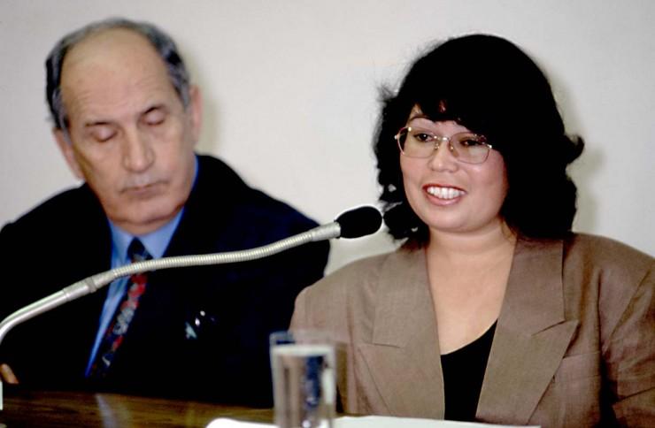 <strong> Rosinete Melanias, secret&aacute;ria de PC Farias,</strong> &nbsp;que assinava cheques de contas fantasmas que eram usados para pagar despesas pessoais do presidente Fernando Collor, em depoimento &agrave; CPI &nbsp;