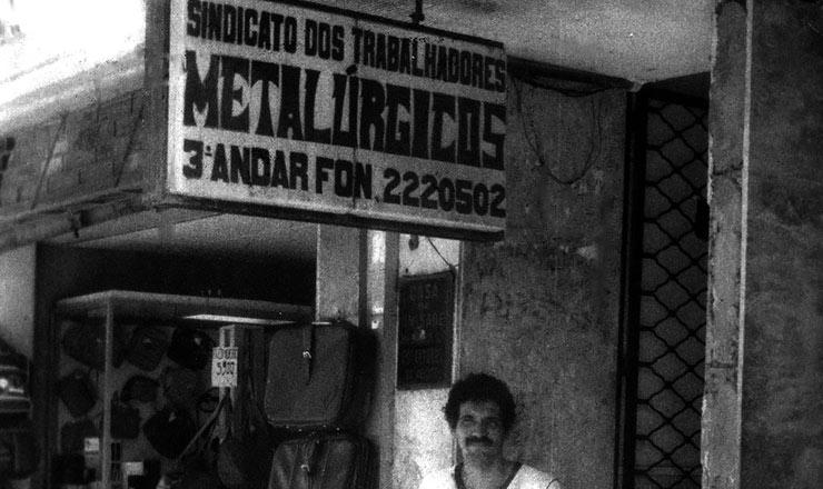 <strong> Jo&atilde;o Paulo Lima </strong> &ndash; Entrou no movimento sindical nos anos 1970; &agrave; frente dos metal&uacute;rgicos, foi o primeiro presidente da CUT em Pernambuco, em 1988; pelo PT, foi vereador, deputado estadual e federal e prefeito duas vezes (2001-2008)