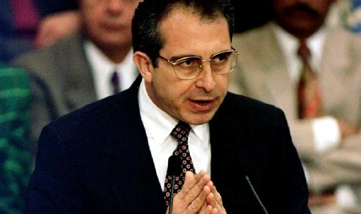 <strong> Presidente Ernesto Zedillo </strong> explica o Plano Econômico Emergencial em  3 de janeiro de 1995, um mês após a posse, na residência oficial de Los Pinos