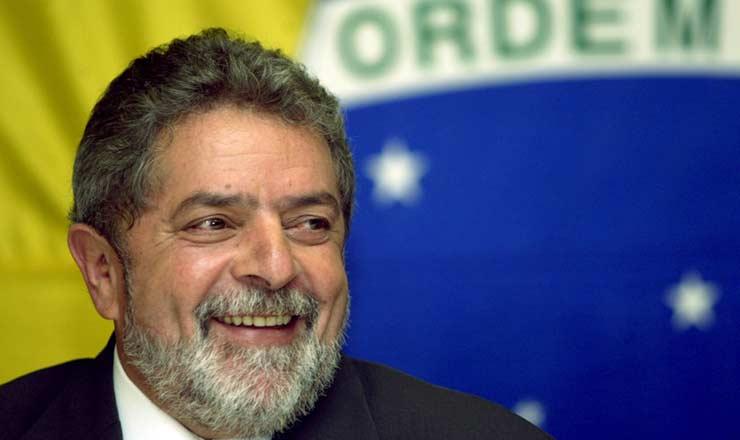 <strong> Lula, recém-eleito, </strong> recebeu no segundo turno a maior votação já obtida por um candidato em eleições da era democrática no país