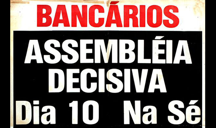 <strong> Cartaz de assembleia</strong> de bancários, categoria que passa a ser proibida de fazer greve pelo novo decreto-lei