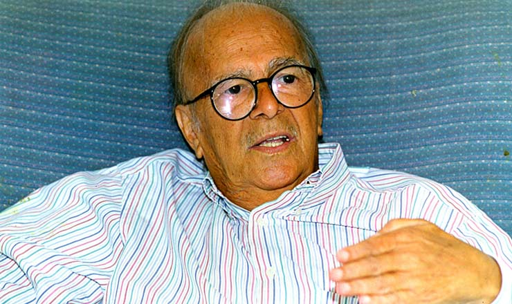 <strong> Al&eacute;m de antrop&oacute;logo, </strong> Darcy Ribeiro tamb&eacute;m ocupou cargos na pol&iacute;tica brasileira: foi chefe da Casa Civil de Jo&atilde;o Goulart (1963-1964) e vice-governador do Rio de Janeiro no mandato de Leonel Brizola (1983-1987)