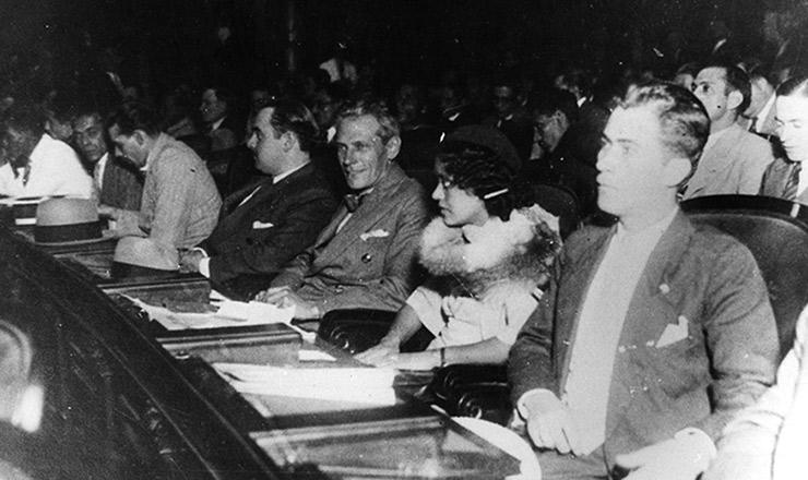 <strong> Almerinda Farias Gama</strong> e Baltasar da Silveira (&agrave; direita dela), representantes classistas na Constituinte de 1934